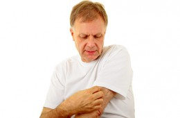 Ein mann entdeckt eine Allergie